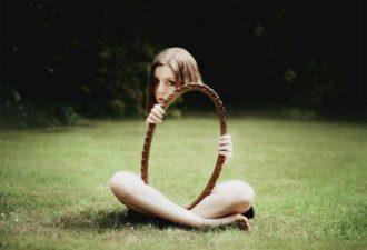 Как очистить зеркало от негативной энергии?