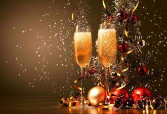 Новогодние приметы и традиции: что обязательно нужно сделать в Новый год