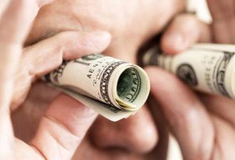 Две серьезные ошибки в отношениях с деньгами