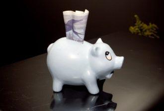 Как привлечь деньги в свою жизнь: 3 полезных упражнения на каждый день