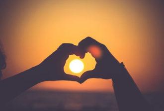 20 утренних мантр, позволяющих начать день с любви к людям