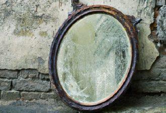 Можно ли выбрасывать зеркала из дома и как правильно это делать
